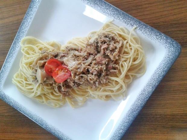 spaghetti-mit-krause-glucke-sauce.jpg