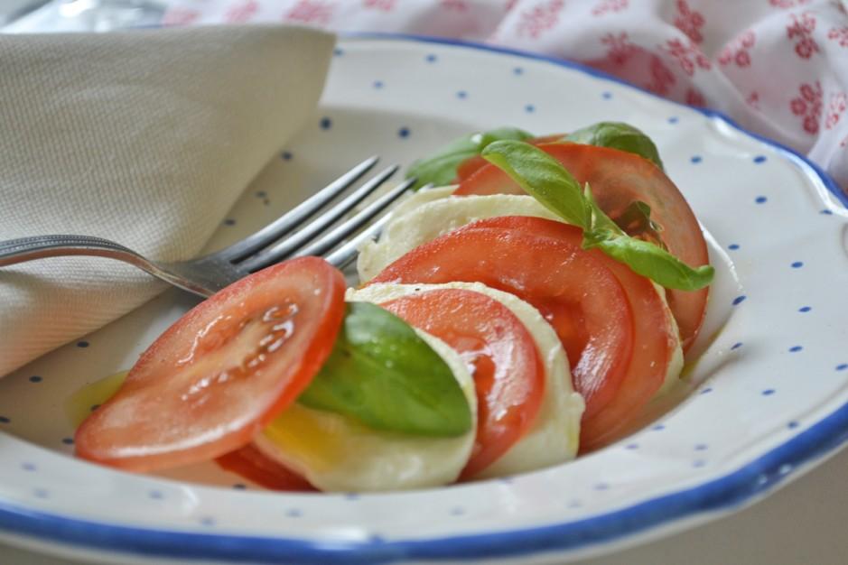 mozzarellasalat-mit-tomaten.jpg
