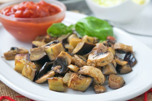 Melanzani mit Pilzen