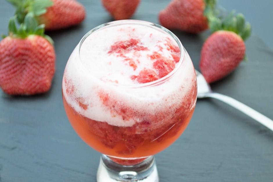 erdbeeren-mit-eiscreme.jpg