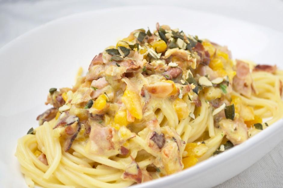 pasta-mit-speck-kuerbis-sauce.jpg