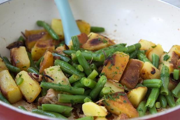 Bratkartoffel mit frischen Bohnen