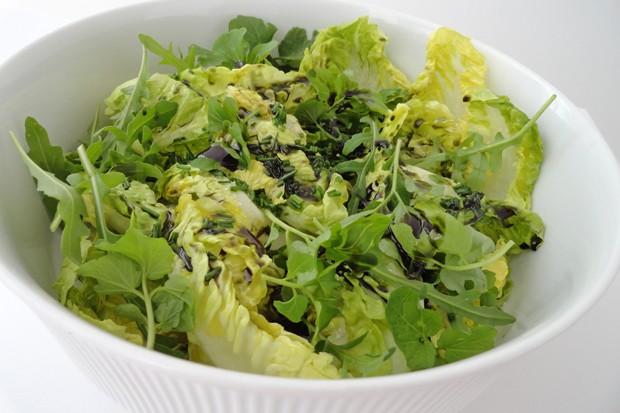 Grüner Salat mit Kernöldressing