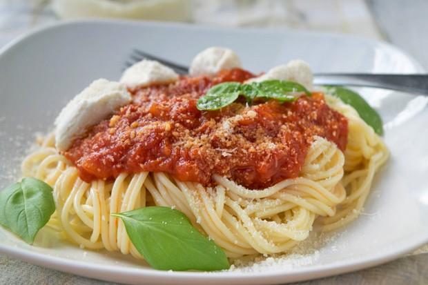 Spaghetti mit Ricotta und Tomatensauce