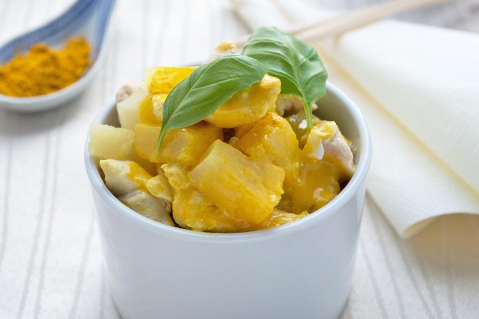 huehner-curry-salat-mit-ananas.jpg