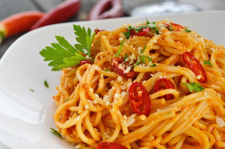spaghetti-mit-feurig-fruchtigem-mandel-chili-pesto.jpg