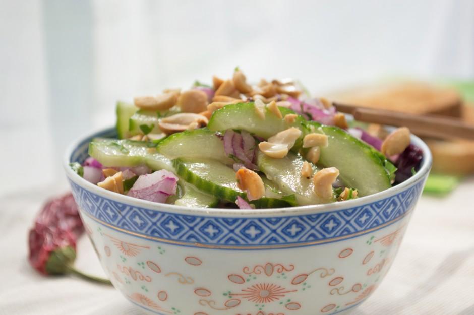 gurke-erdnuss-salat-mit-chili.jpg