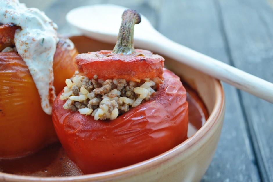hackfleisch-paprika-mit-joghurt-dip.jpg