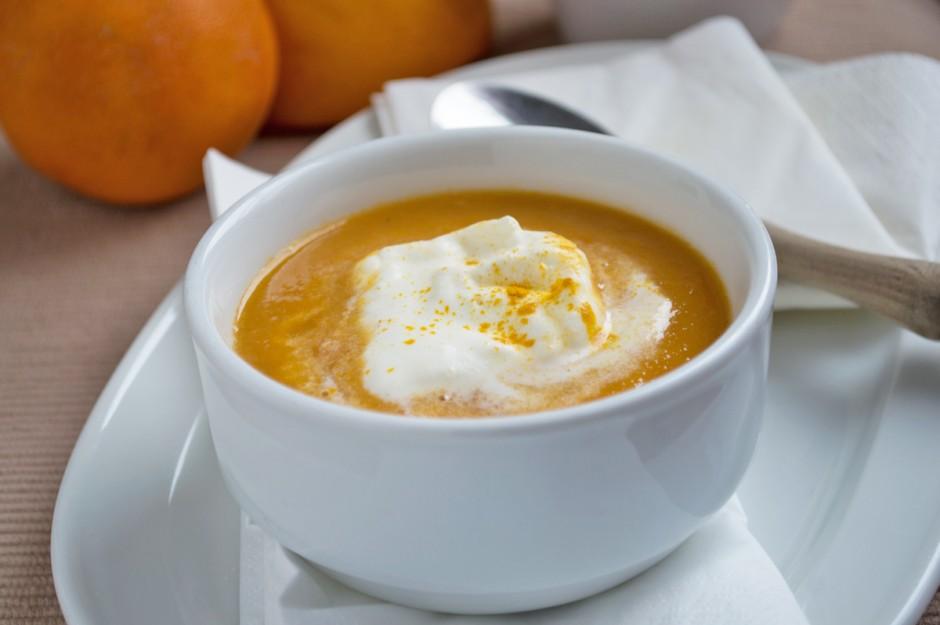 karotten-orangensuppe-mit-joghurt.jpg