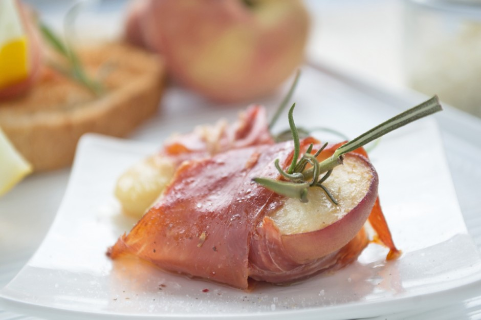 gratinierte-pfirsiche-mit-mozzarella-und-prosciutto.jpg