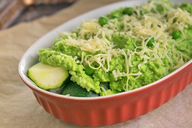 Überbackene Zucchini mit Erbsencreme