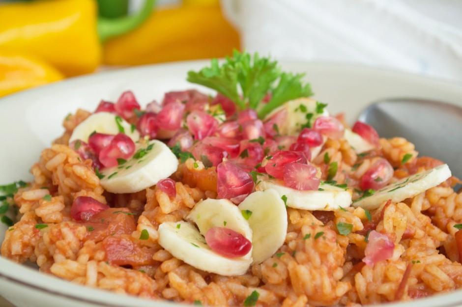 Mexikanische Reispfanne mit Granatapfel
