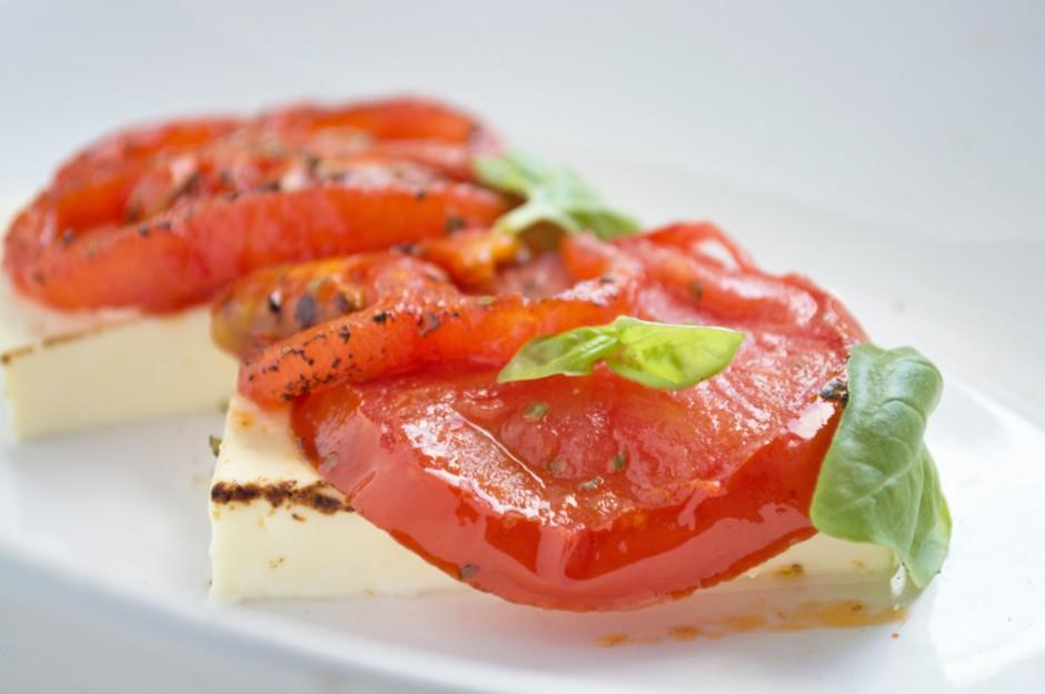schafskaese-mit-tomate-ueberbacken.jpg