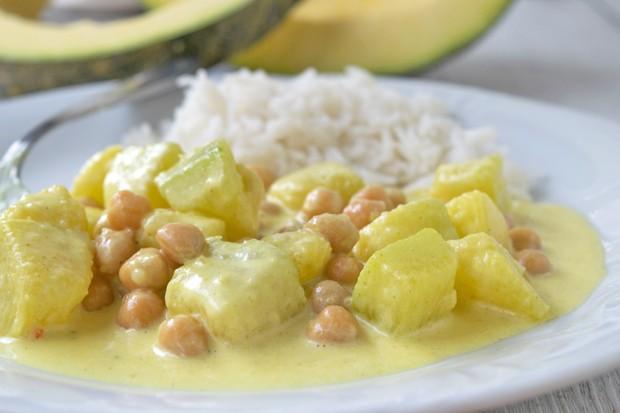 Veganes Kürbis-Kichererbsen-Curry mit Nüssen