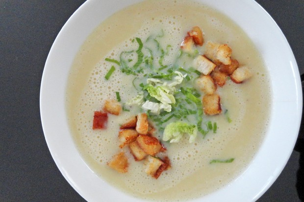 Kartoffelsuppe mit Kopfsalat