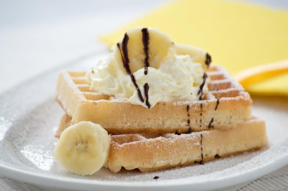 bananen-waffeln-mit-vanilleschlag.jpg