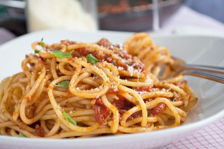 nudeln-mit-tomaten-nuss-sugo.jpg