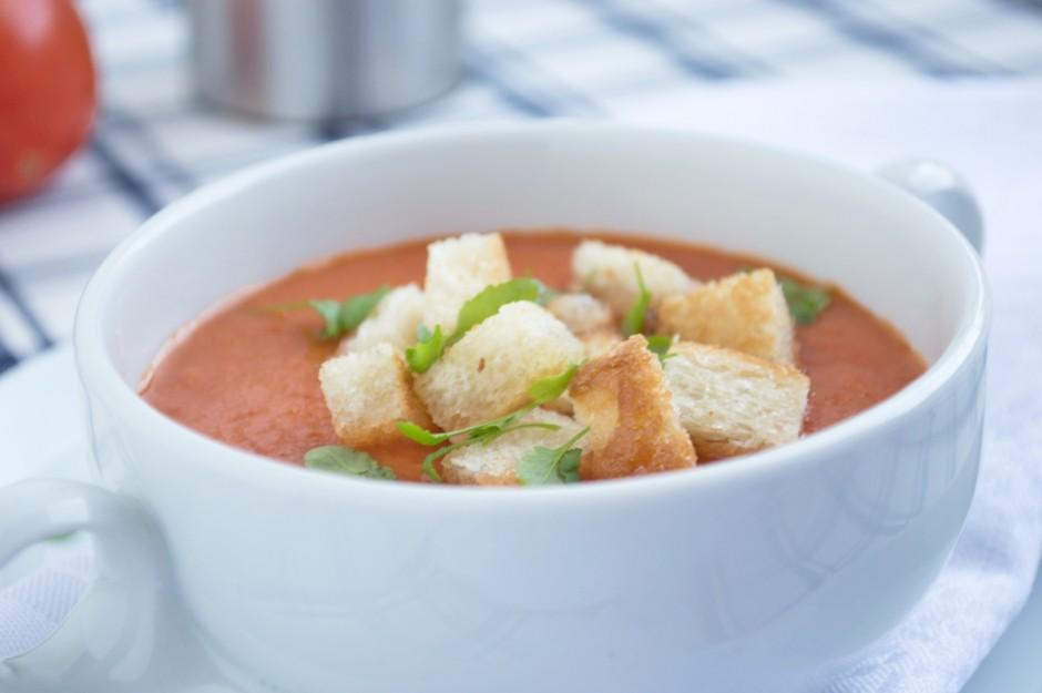 erfrischende-tomaten-joghurt-suppe.jpg