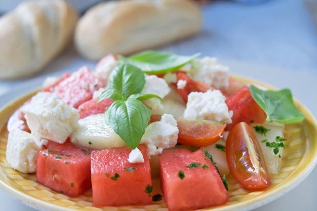 Süßsaurer Tomaten-Melonen-Salat