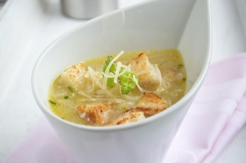 zwiebelsuppe-mit-kaese.jpg