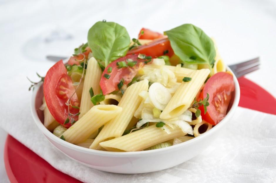nudelgericht-mit-tomaten-und-kraeutermarinade.jpg