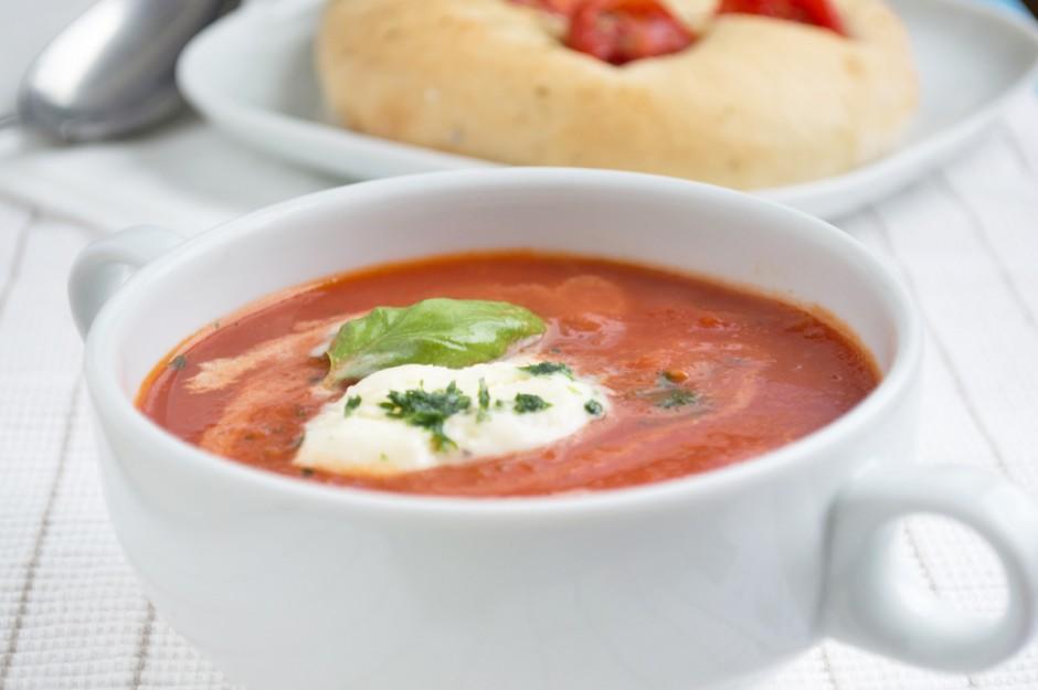 tomatensuppe-mit-parmesan-nockerl.jpg
