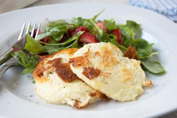 Erdbeer-Rucola-Salat mit Käse