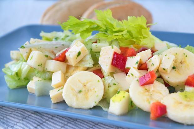Frischer Bananen-Gouda-Salat