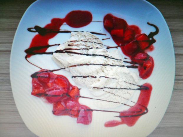 Pistazie weiße Schokolade mit marinierten Balsamico-Erdbeeren