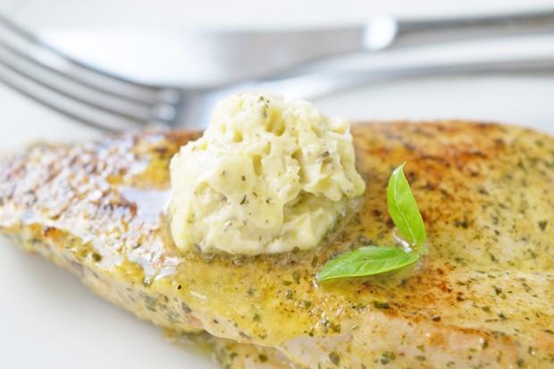 Mandel-Kräuter-Butter