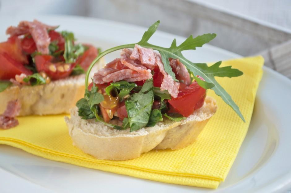 bruschetta-mit-salami.jpg