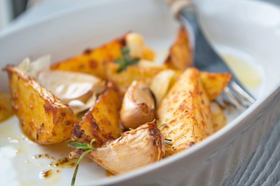 potato-wedges-mit-knoblauch-und-kraeutern.jpg