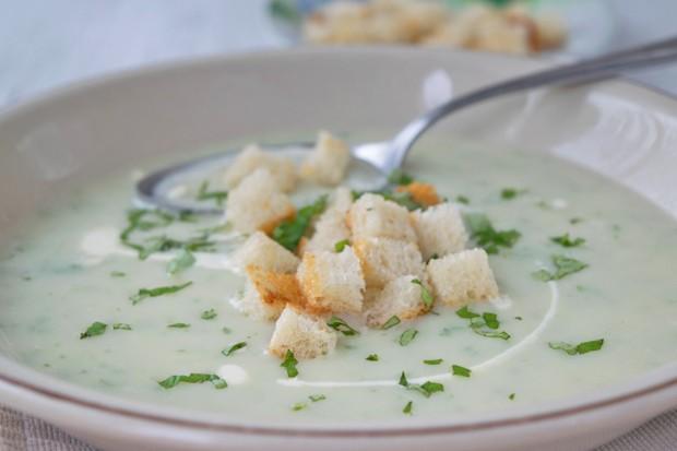 Kerbel-Petersilie-Suppe