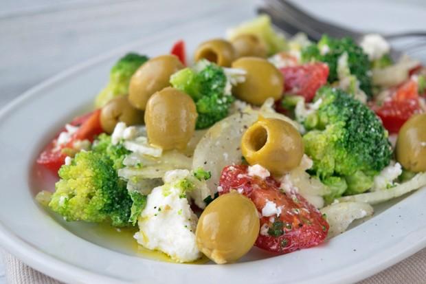 Brokkolisalat mediterran