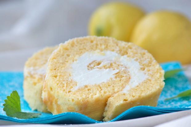 Zitronen-Biskuit-Roulade