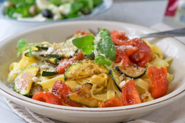 Linguine mit Gemüse und Knoblauch
