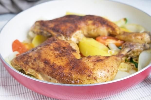 Hühnerkeulen mit Zucchinigemüse