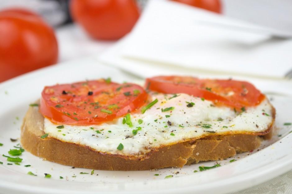 spiegelei-mit-tomaten.jpg