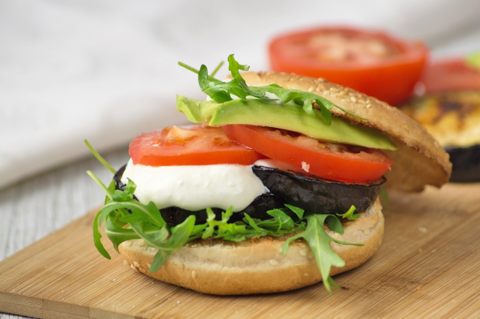melanzani-avocado-tomaten-burger.jpg