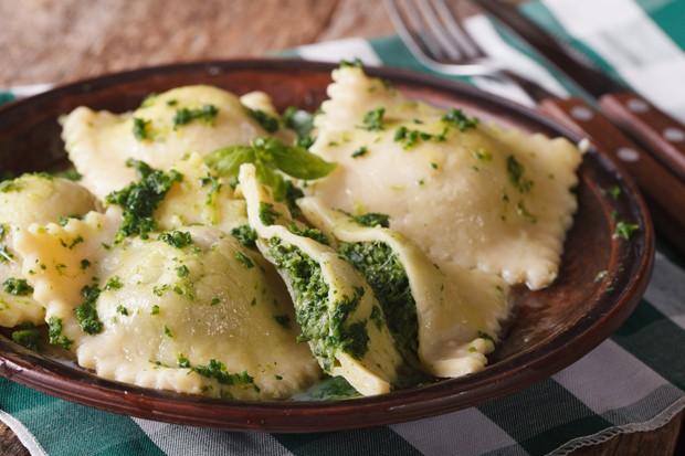 Kartoffelravioli mit Schafskäse und Spinat