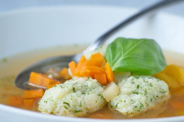 Kräuternockerl-Suppe