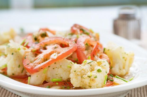 Karfiol-Tomaten-Salat