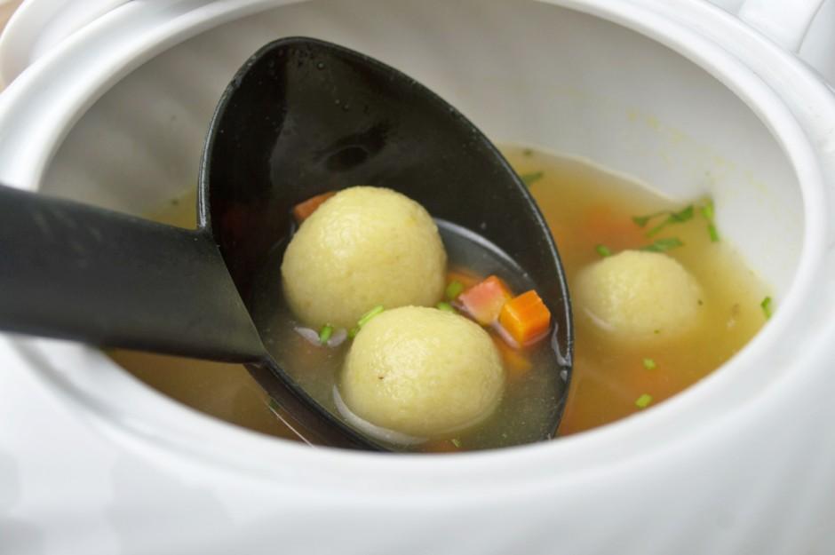 suppe-mit-mehlknoedel.jpg