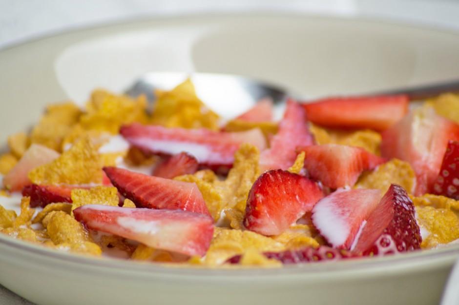 erdbeeren-mit-cornflakes.jpg