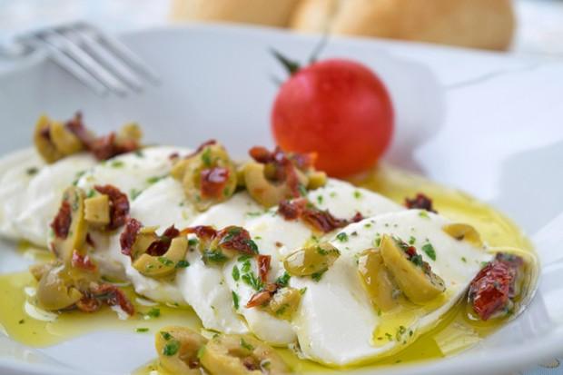 Mozzarella in Oliven-Dressing