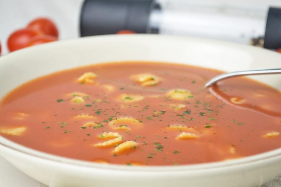 tomatensuppe-mit-nudeln.jpg