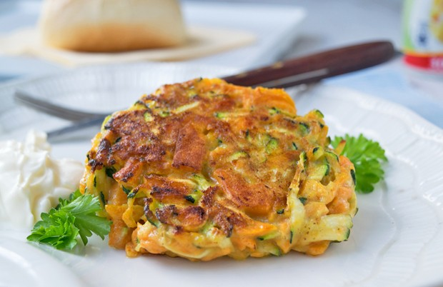 Gemüsepuffer mit Topfen-Rahm-Dip