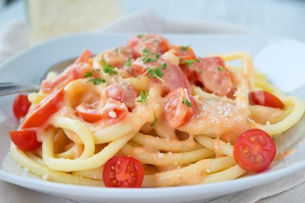 Käsesauce mit Tomaten