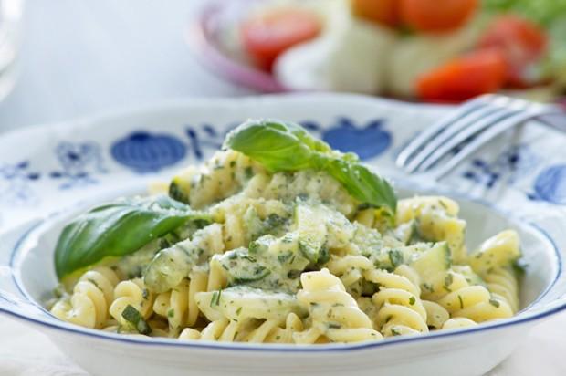 Basilikum-Zucchini-Nudeln