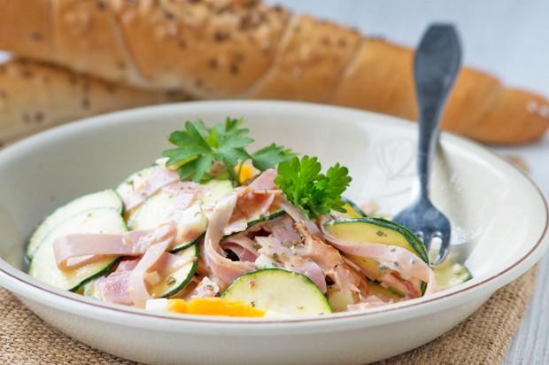 Zucchini - Schinken-Salat